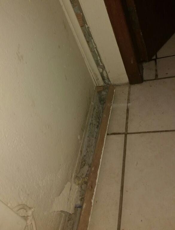 Segundo o porteiro, espaço entre a parede e o chão dos apartamentos afetados chegava a 7 cm - Corpo de Bombeiros/Divulgação/ND