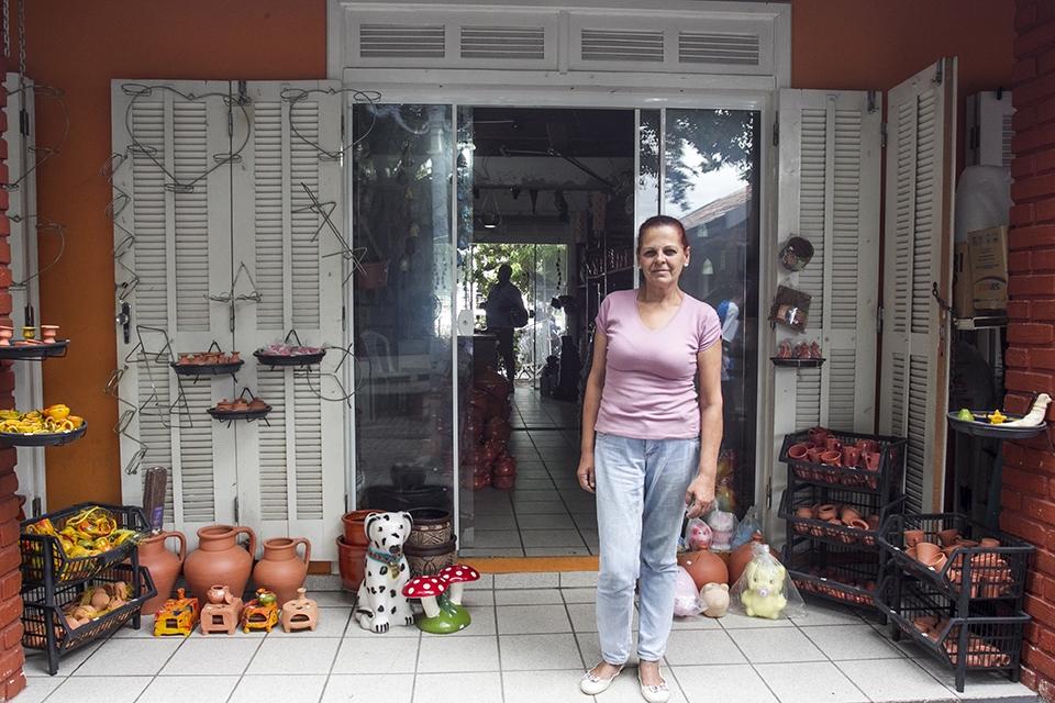 Natural de Capoeiras, a vendedora Ceres Trindade destaca a receptividade dos moradores do Continente - Marco Santiago/ND