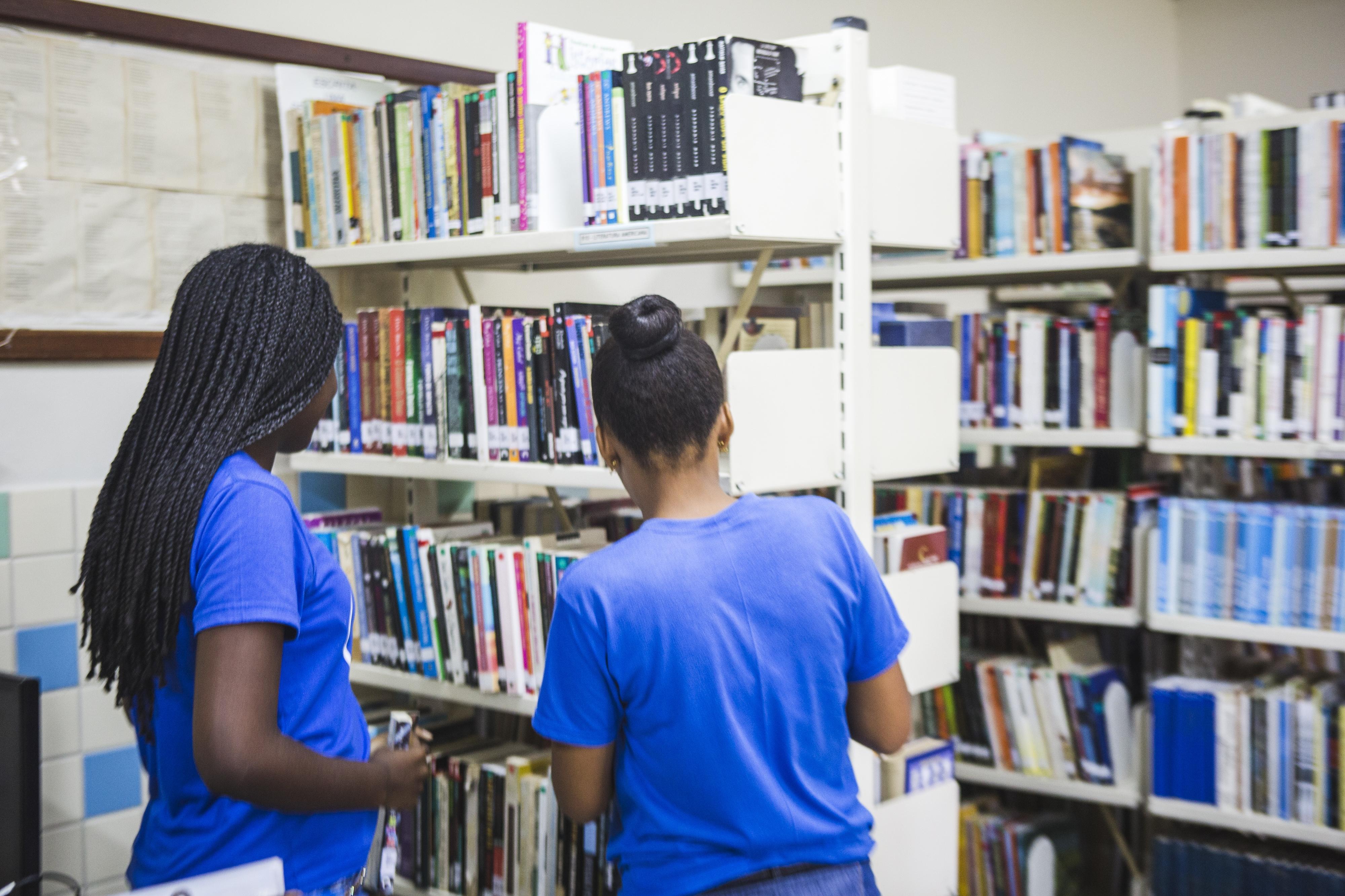 Alunos e a comunidade usam a biblioteca do colégio - Daniel Queiroz/ND