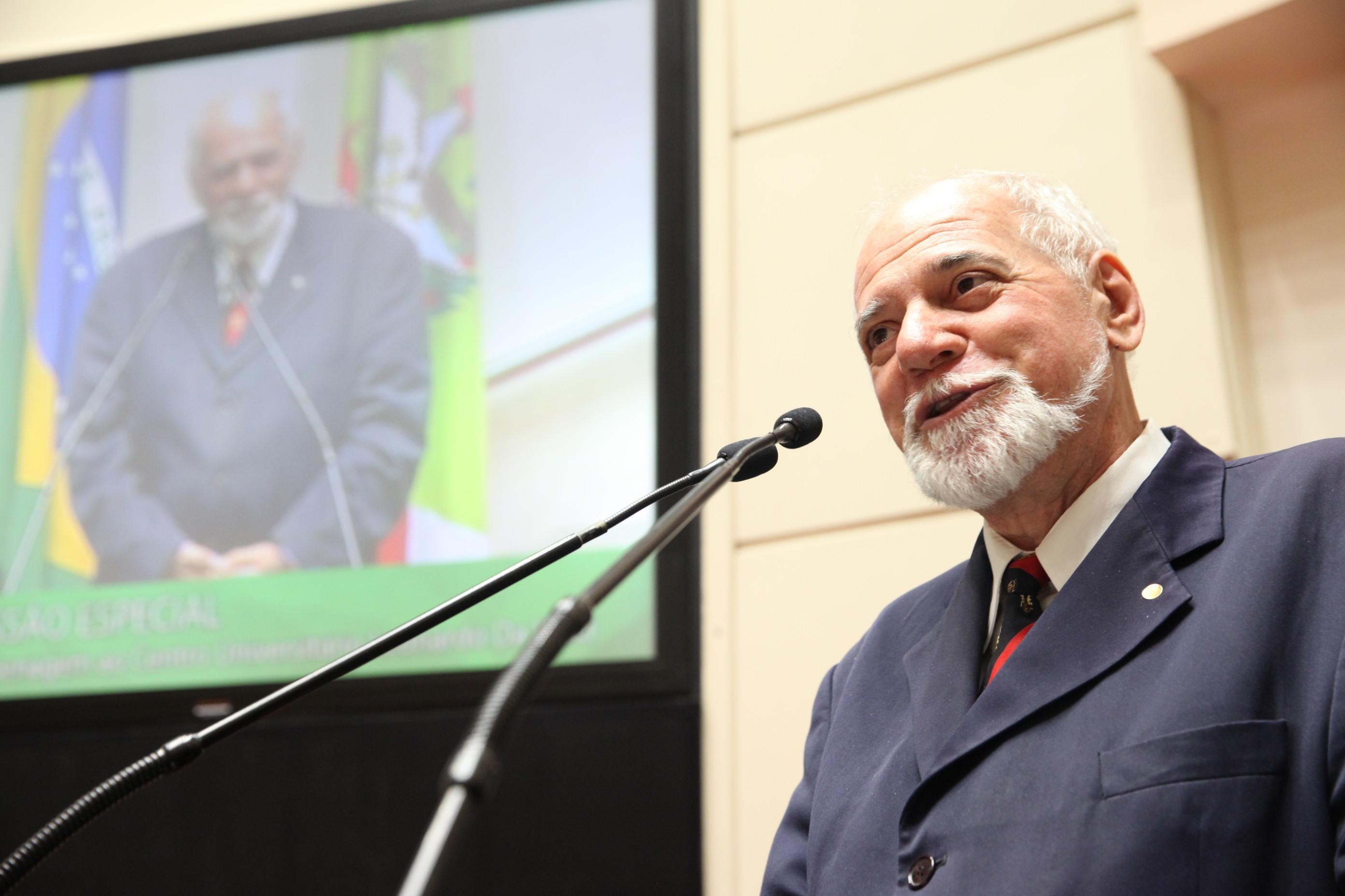 Professor de pelo menos duas gerações, Grando dedicou-se à política durante  30 anos - Agência Alesc