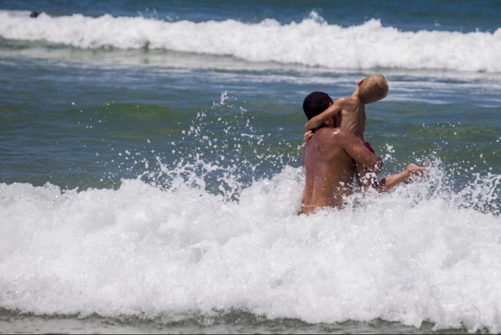 Apesar de algumas pancadas de chuva, o tempo não deve inviabilizar nem a praia e nem as festas de Carnaval - Flávio Tin/ND