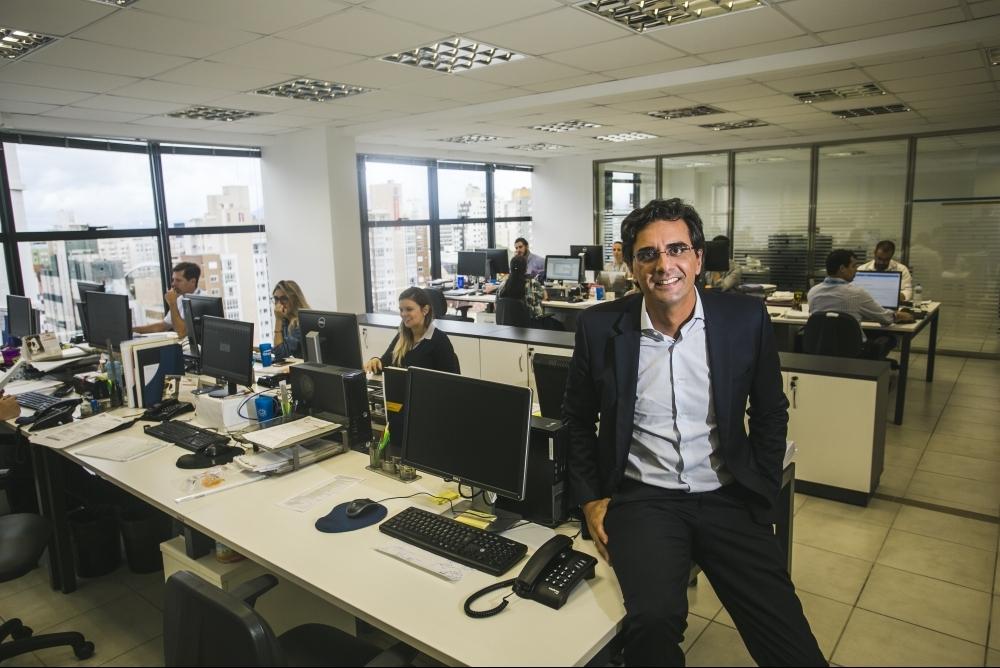 O engenheiro curitibano com 20 anos de atuação na área de geração de energia, Rodolfo de Sousa Pinto, vive desde o ano 2000 em Florianópolis, de onde comanda o crescimento da Engie Solar - Daniel Queiroz/ND