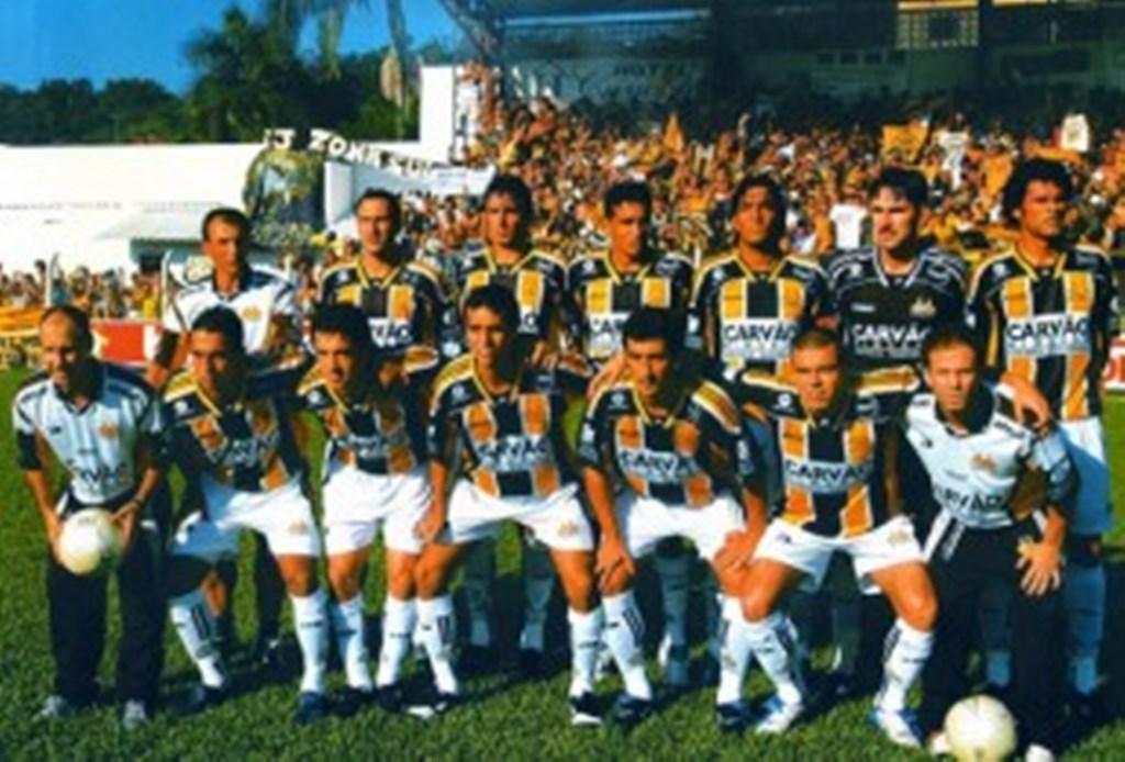 2005 (Criciúma): No dia 17 de Abril, o Criciúma derrotou o Atlético Hermann Aichinger por 1 a 0 em Ibirama, gol de Vagner Carioca e conquistou o título de campeão estadual – Foto: acevo digital
