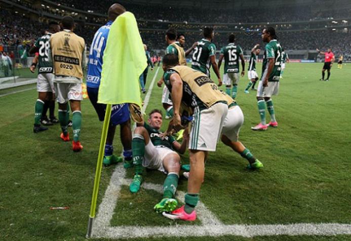 Fabiano comemora o último dos 278 gols que o Palmeiras fez na Libertadores (Foto: Cesar Greco)