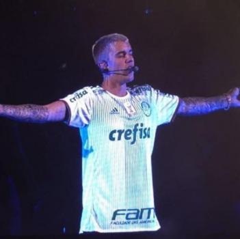 678db17040366 GALERIA  Justin Bieber se apresenta com a camisa do Palmeiras - (Foto   Reprodução