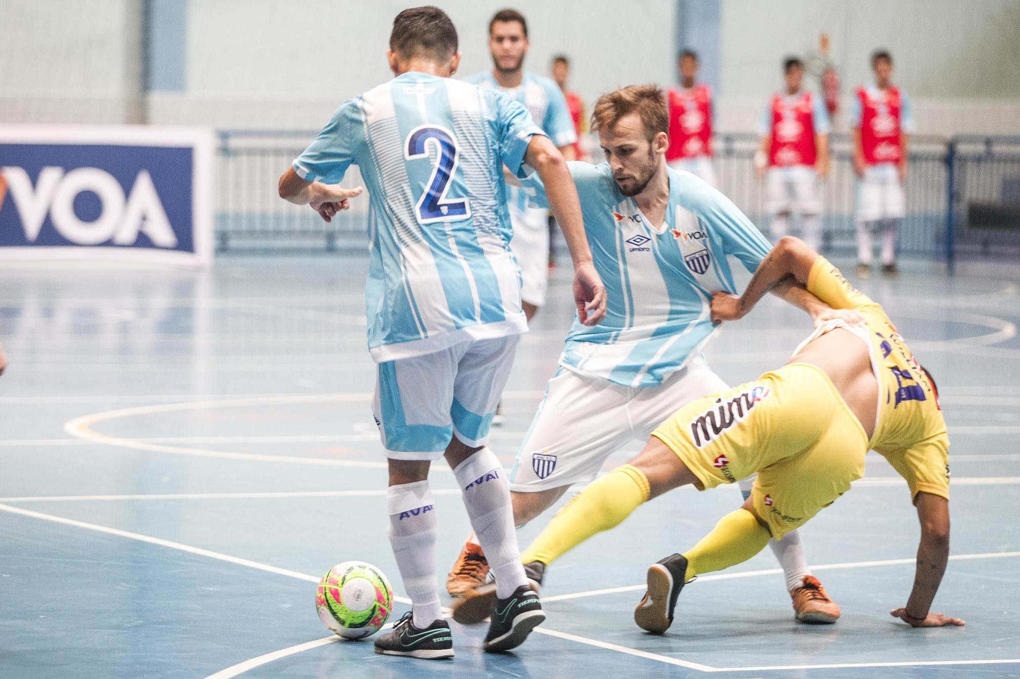 Equipe sentiu o melhor entrosamento do adversário, que disputa a Liga Nacional - Marco Santiago/ND