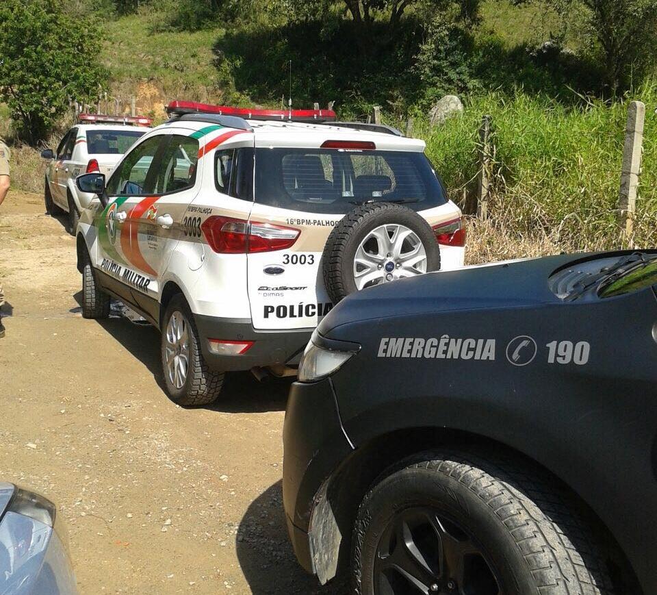 Policiais foram recebidos a pedradas em possível farra do boi em Governador Celso Ramos - Divulgação/ND