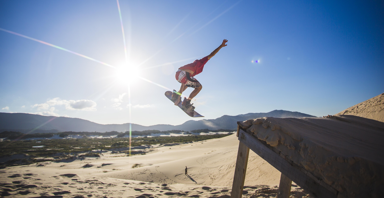 O sandboard é uma das atividades favoritas do gaúcho Átila Ninow, de 27 anos - Daniel Queiroz/ND