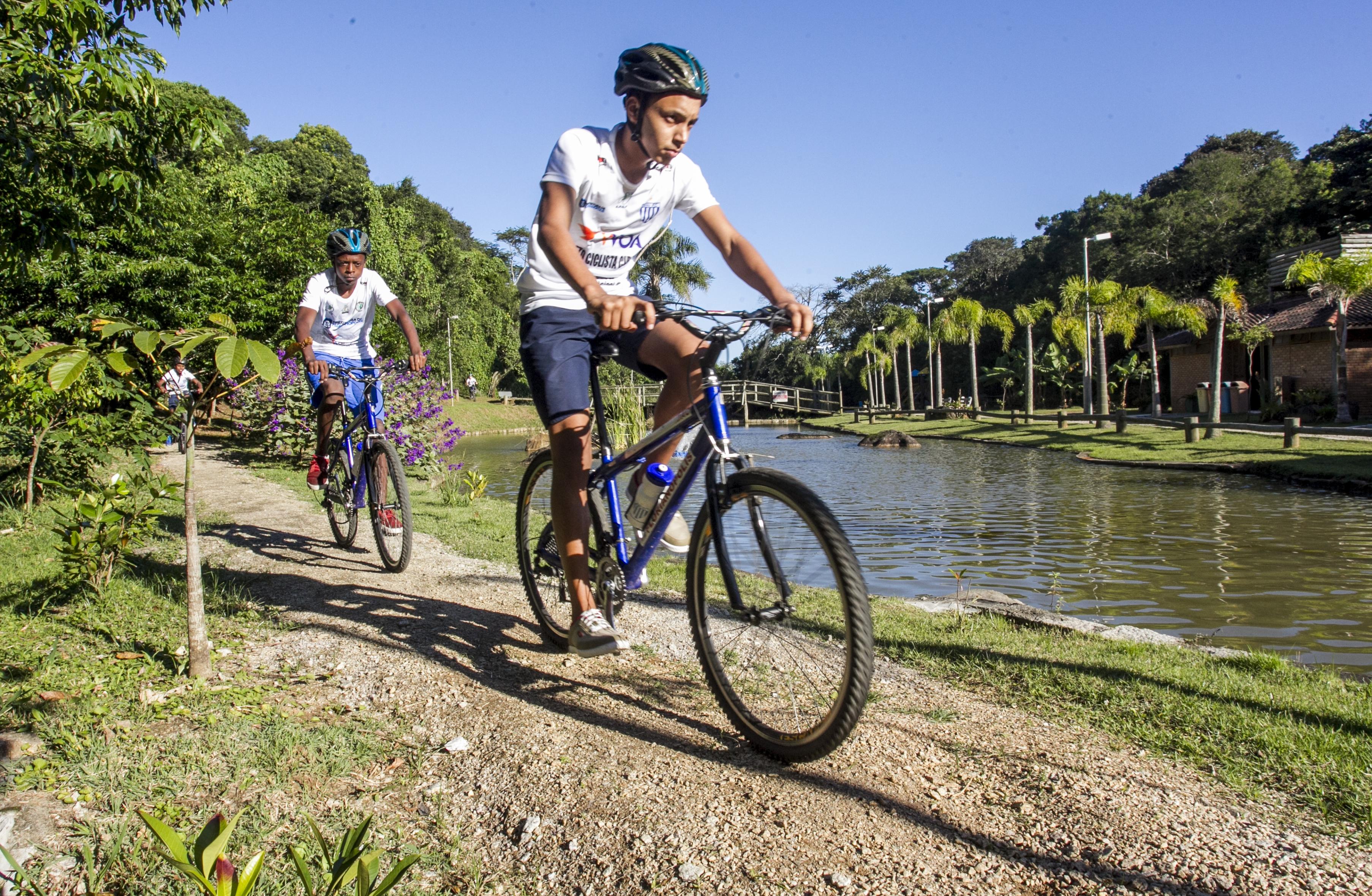 Adolescentes treinam para competir e se divertem - Marco Santiago/ND