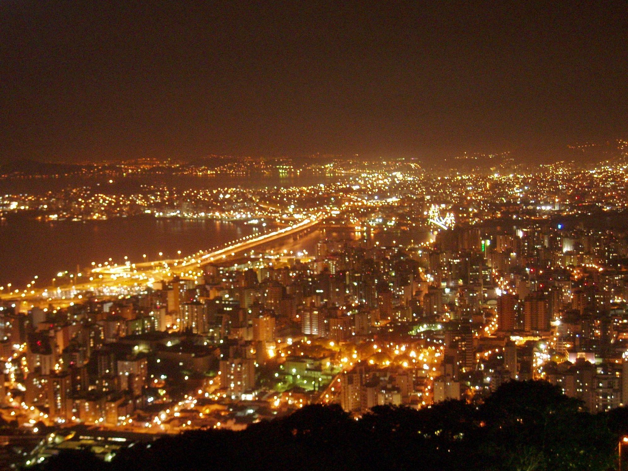 Vista parcial da capital catarinense, a partir do Morro do Antão (ou da Cruz) - Carlos Damião