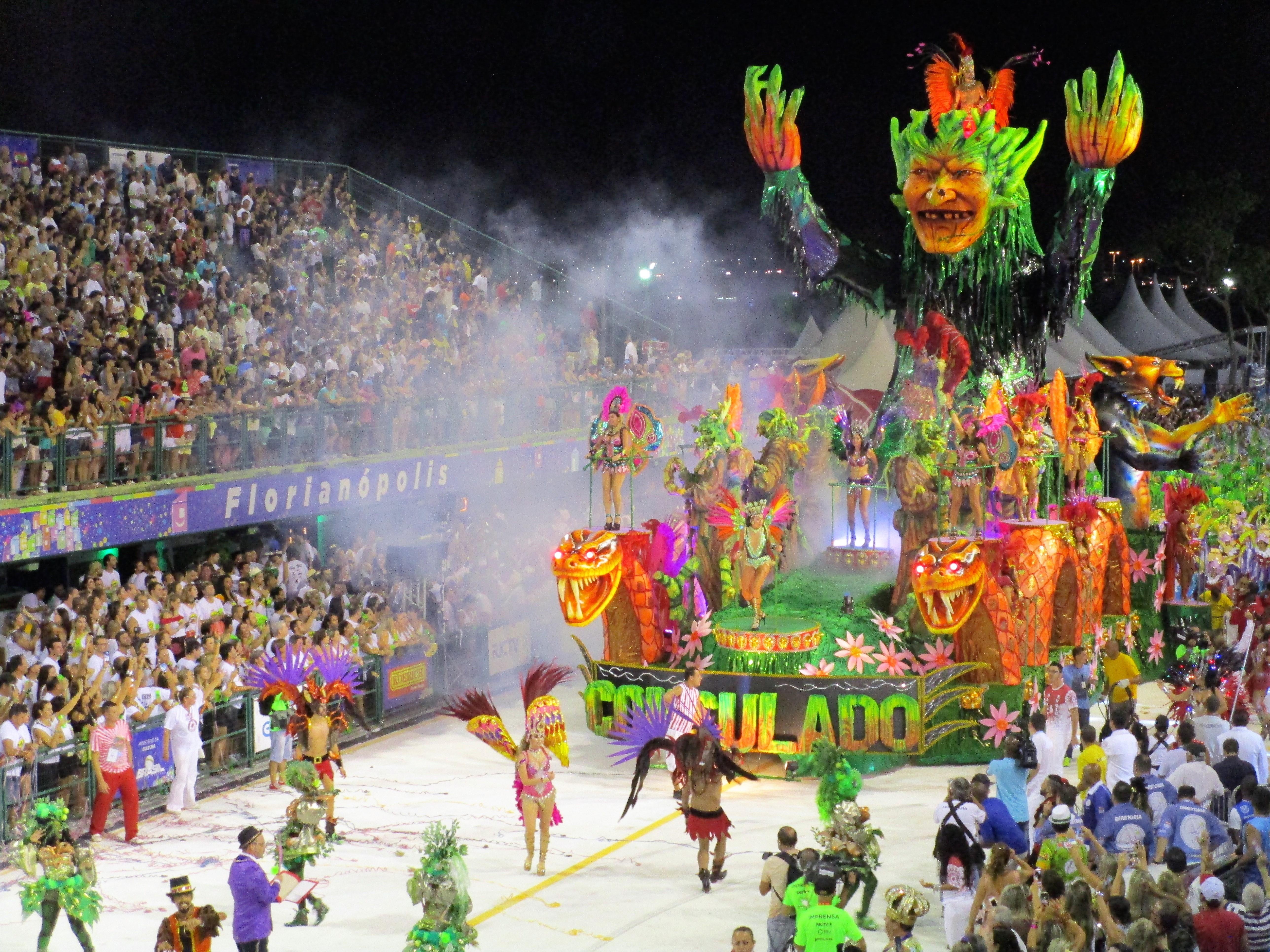 Detalhe de um dos desfiles do Carnaval de 2017 na Nego Quirido - Carlos Damião