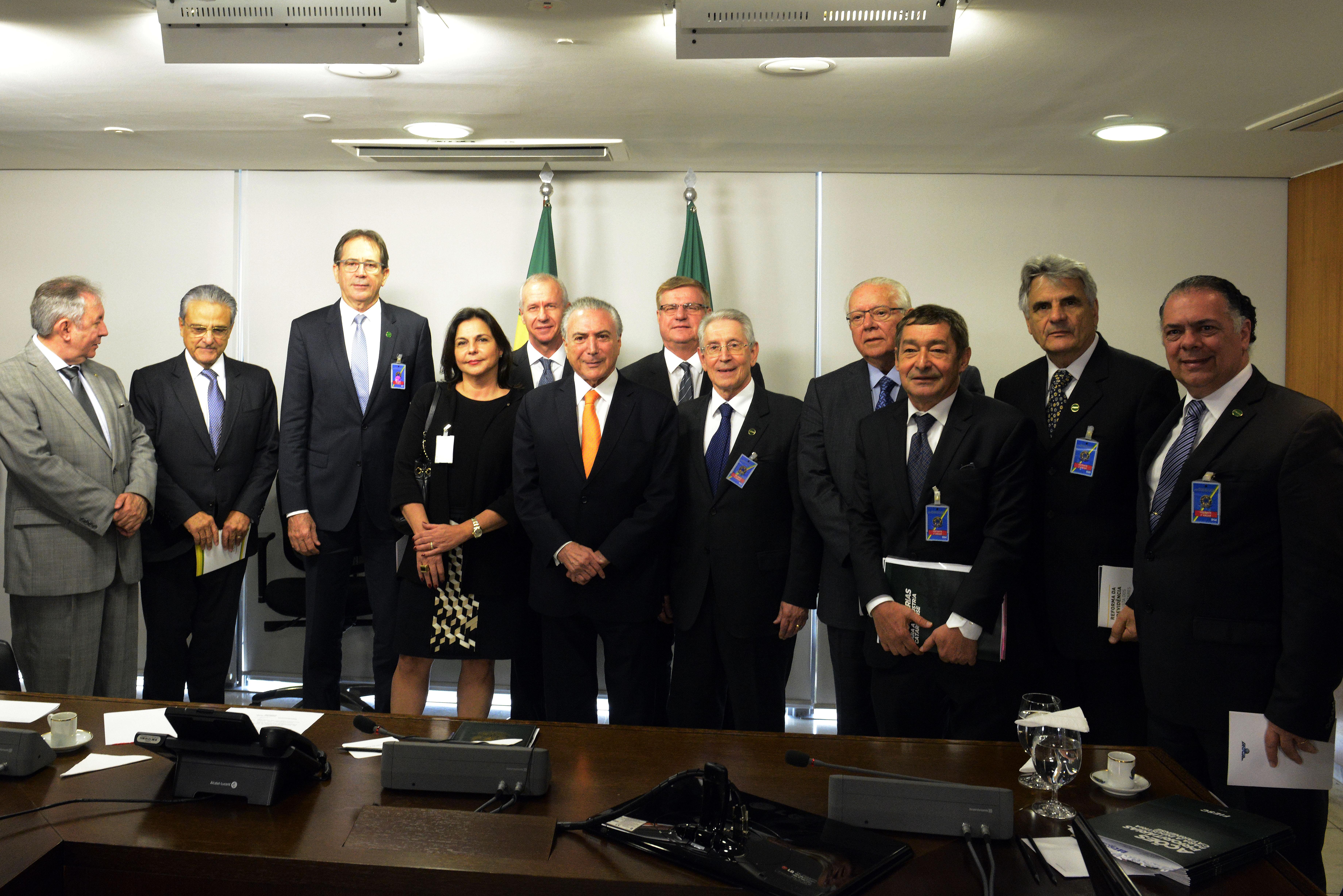 Côrte e outros líderes empresariais do Estado estiveram com Temer no Planalto - Miguel Ângelo/CNI/ND