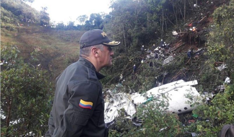 Avião com delegação da Chapecoense caiu na madrugada de terça-feira (29) - BG. José G. Acevedo/ @PoliciaMedellin