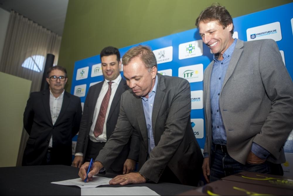 Reunião contou com a presença do prefeito Gean Loureiro e do Ministro do Esporte Leonardo Picciani - Flávio Tin/ND