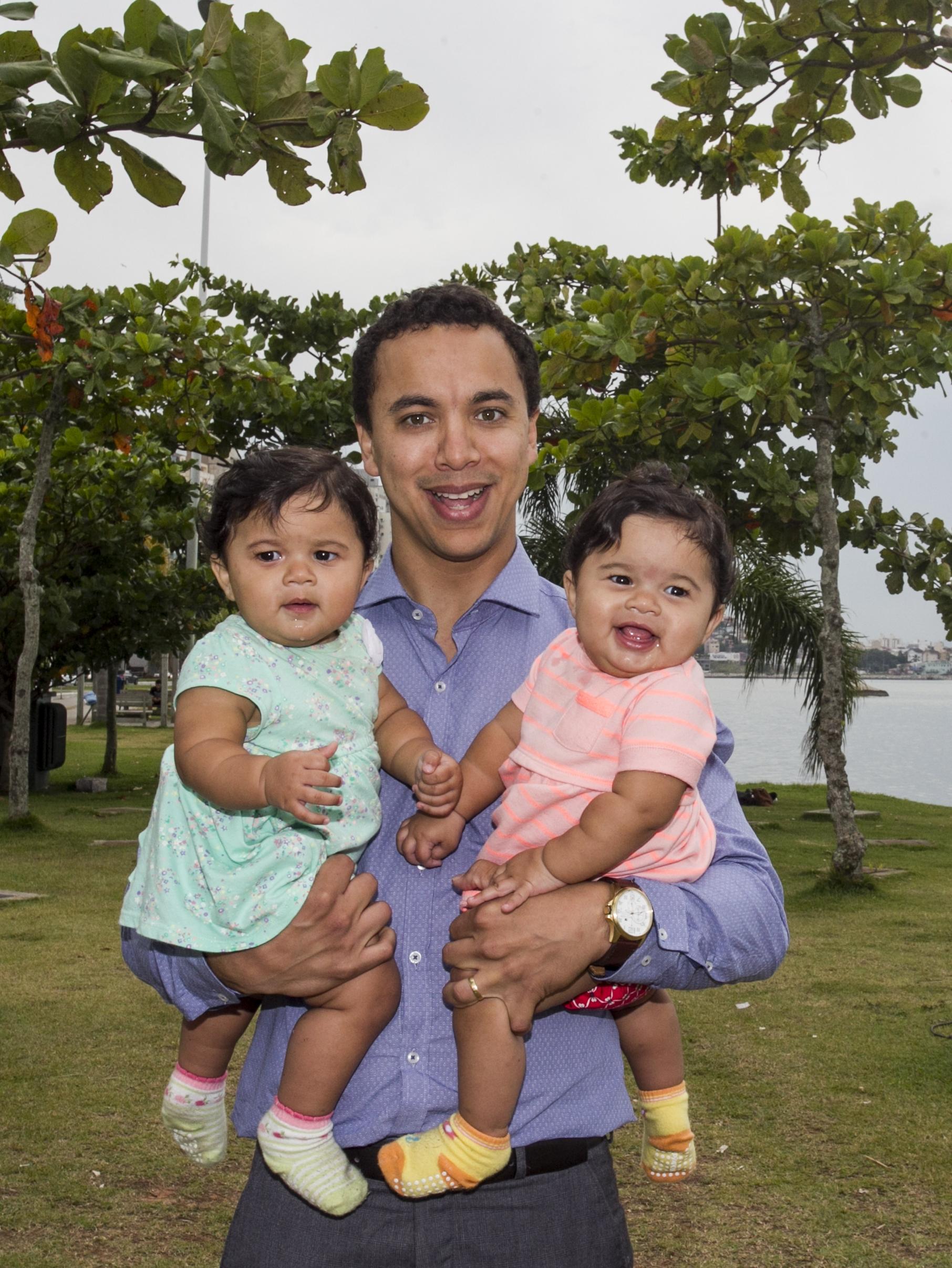 Pai de gêmeas ganhou direito a 180 dias de licença paternidade - Marco Santiago/ND