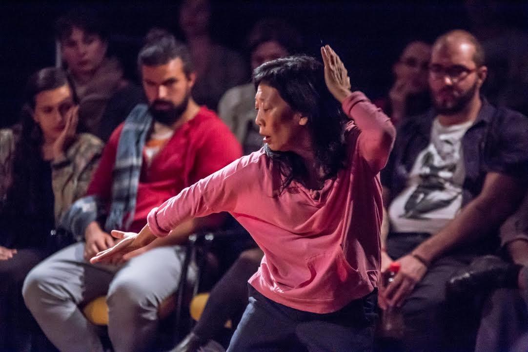 """A dançarina  Key Sawao dança sua """"Experiência 4""""  - Cristiano Prim/Divulgação"""