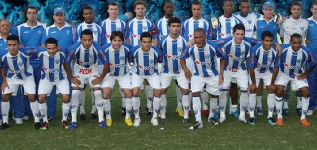 2010 (Avaí): O Avaí bateu o Joinville na Ressacada por 2 a 0 e conquistou seu 15º título catarinense – Foto: reprodução Revista Avaí