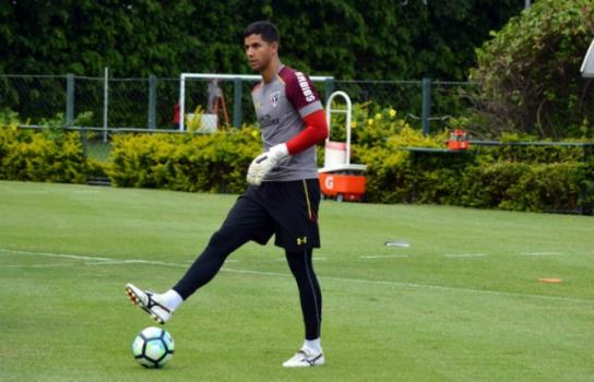 Goleiro é um dos jogadores com mais lançamentos certos do Brasileiro - (Foto: Érico Leonan/saopaulofc.net)