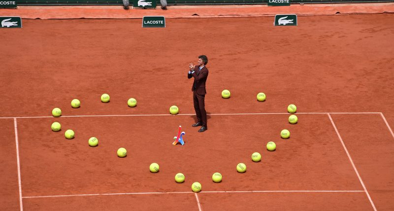 Em homenagem para Guga, os boleiros formaram um coração na quadra com as bolinhas, relembrando o gesto de tenista no saibro, após a final de 2001 – Foto: Paul Zimmer/Divulgação