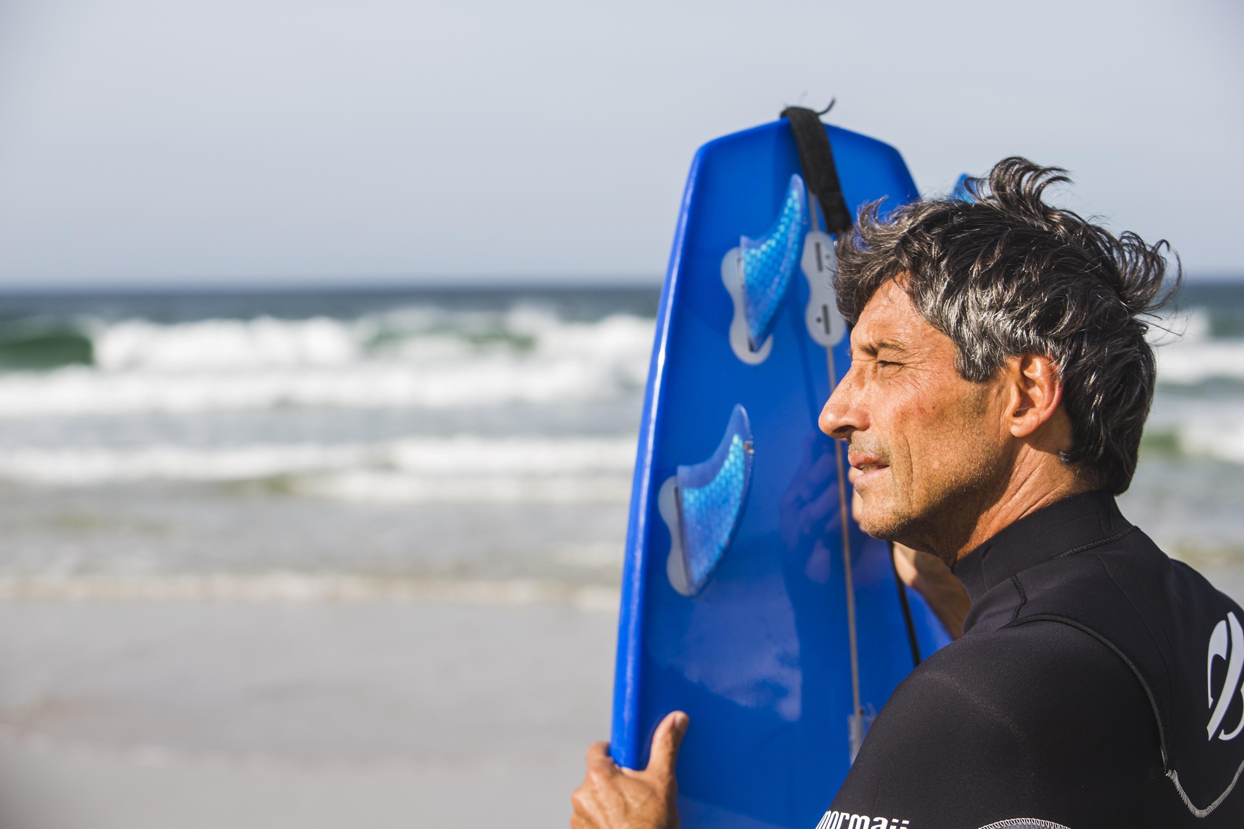 O surfista Fernando Castro é frequentador da praia da Joaquina - Daniel Queiroz/ND
