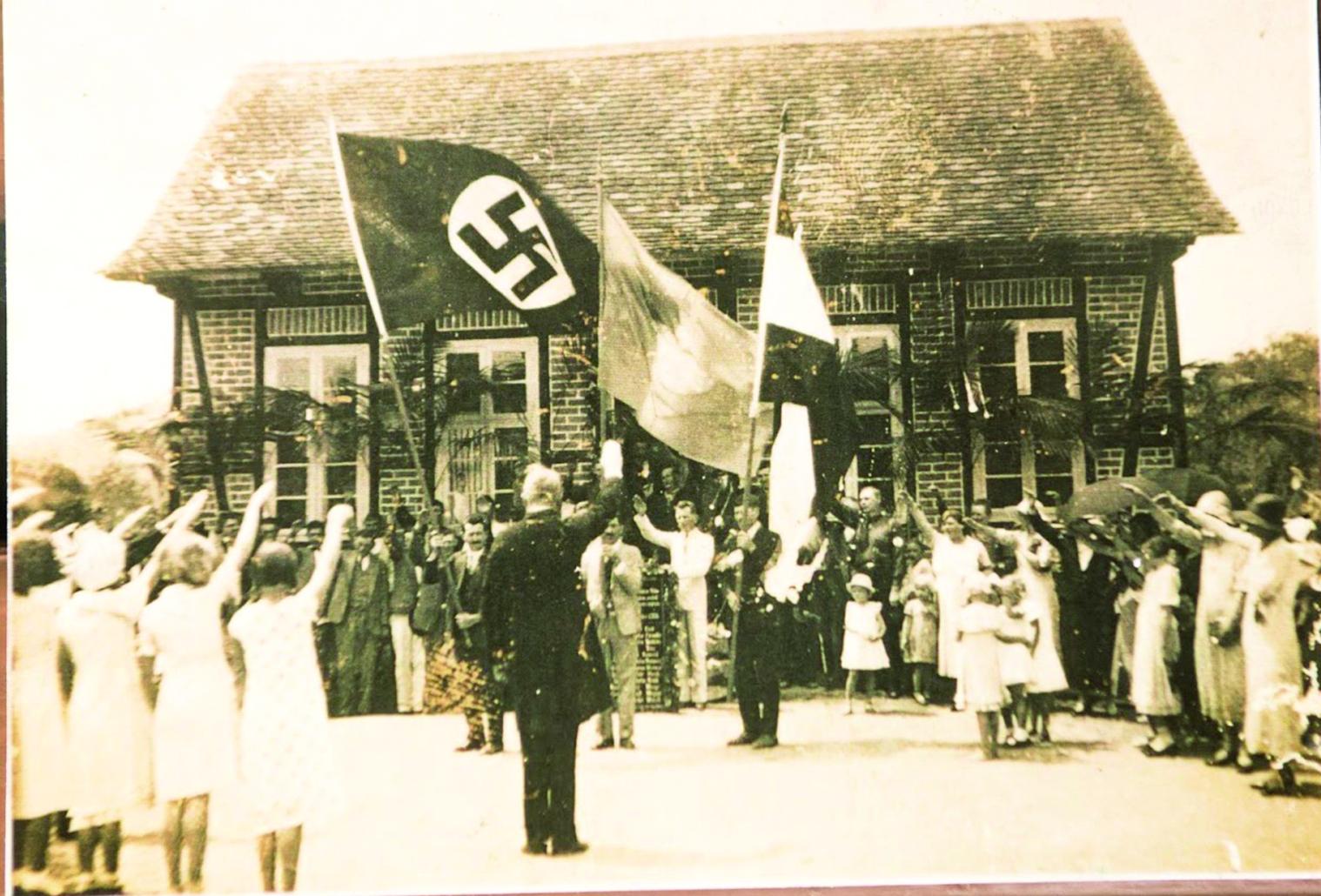 Evento em que aparece a suástiza nazista na região de Blumenau - Divulgação/ND
