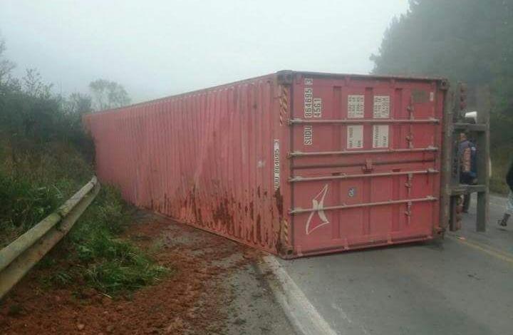 Carreta se desprendeu da cabine do caminhão - Divulgação/ND