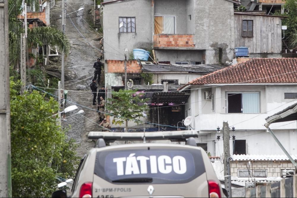 Chacina na Vila União, no bairro Vargem do Bom Jesus, terminou com cinco mortos e um ferido - Marco Santiago/ND