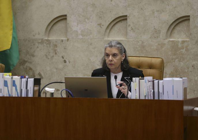 A presidente do STF, Cármen Lúcia, durante última sessão plenária no STF antes do recesso - José Cruz/Agência Brasil
