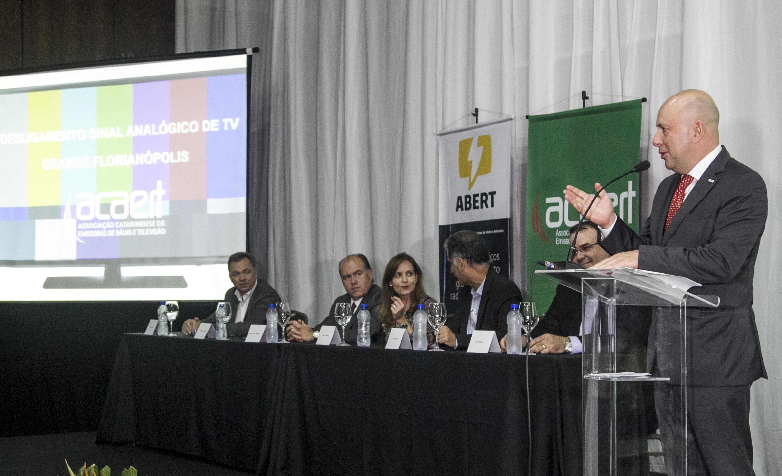 Petrelli discursou durante o lançamento da campanha sobre o desligamento do sinal analógico - Marco Santiago/ND