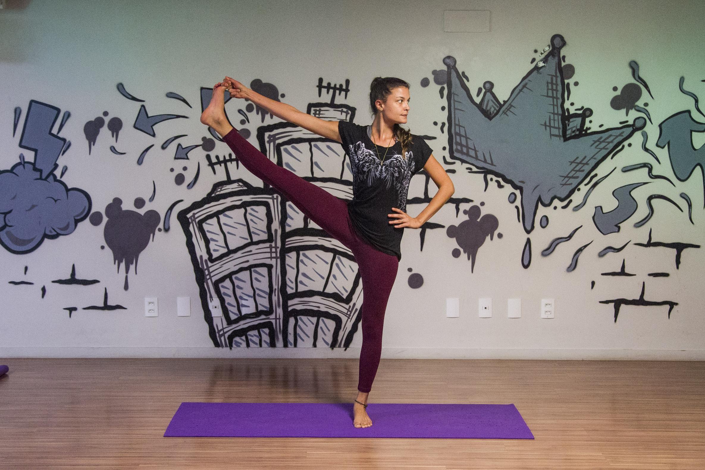 Ex-jornalista, a professora de yoga Ana Paula Linhares tem aulas lotadas - Marco Santiago/ND