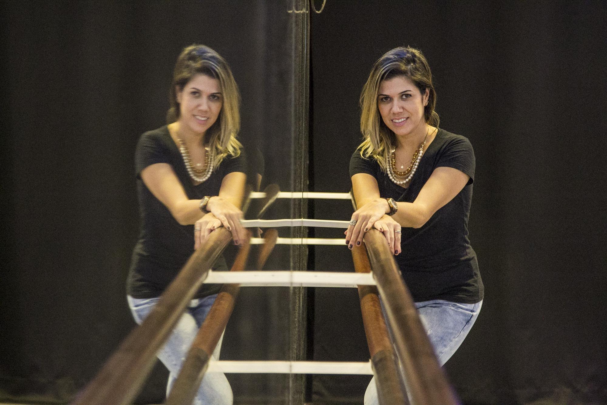 Proprietária da Cenarium Escola de Dança, Aline Menezes acredita que a dança muda rotinas e vidas - Marco Santiago/ND