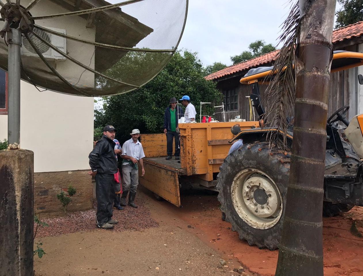 Famílias já estão sendo retiradas de casa em Canelinha - Divulgação/ND