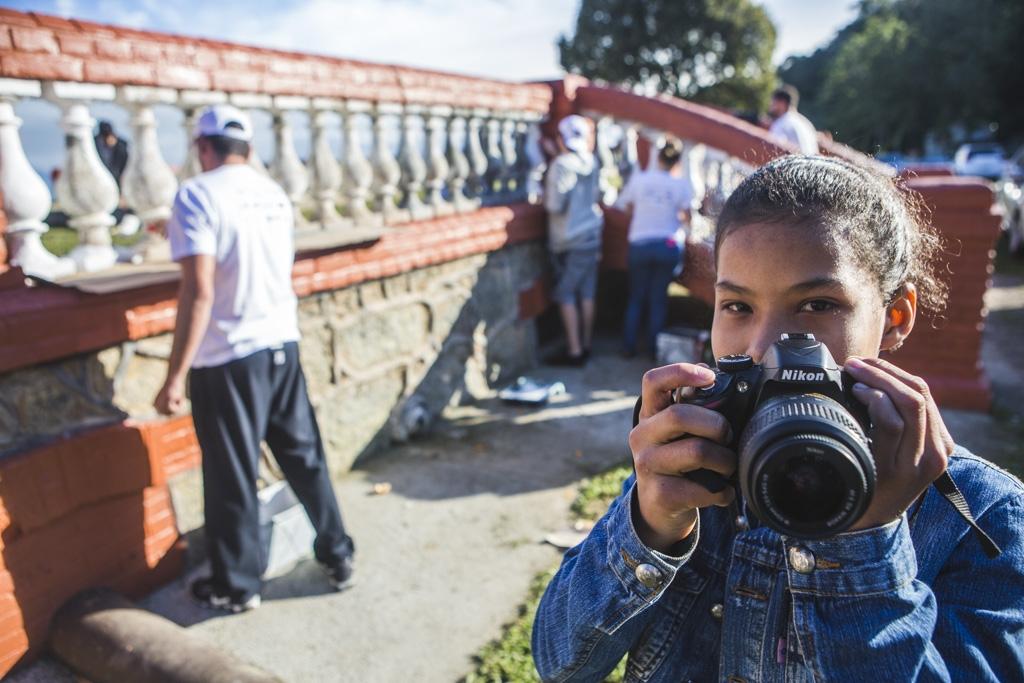 Julia Daniella aproveitou para fotografar os trabalhos de revitalização da comunidade - Daniel Queiroz/ND