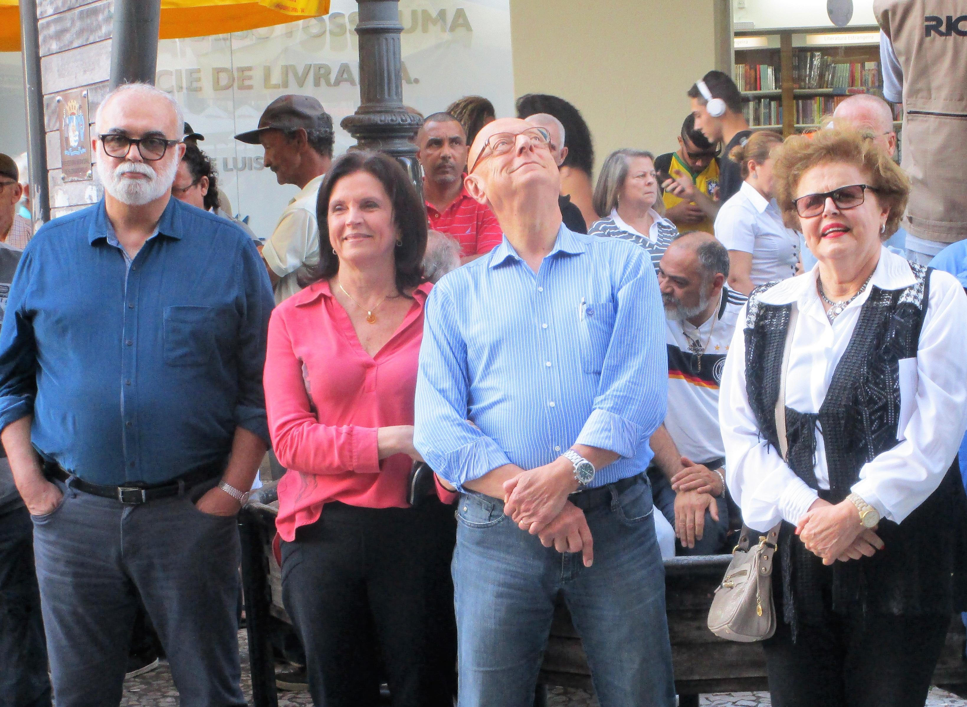Deputado federal Esperidião Amin e a ex-prefeita Angela Amin prestigiaram a cerimônia. Roberto Costa (esquerda) é outro dos novo senadores - Carlos Damião
