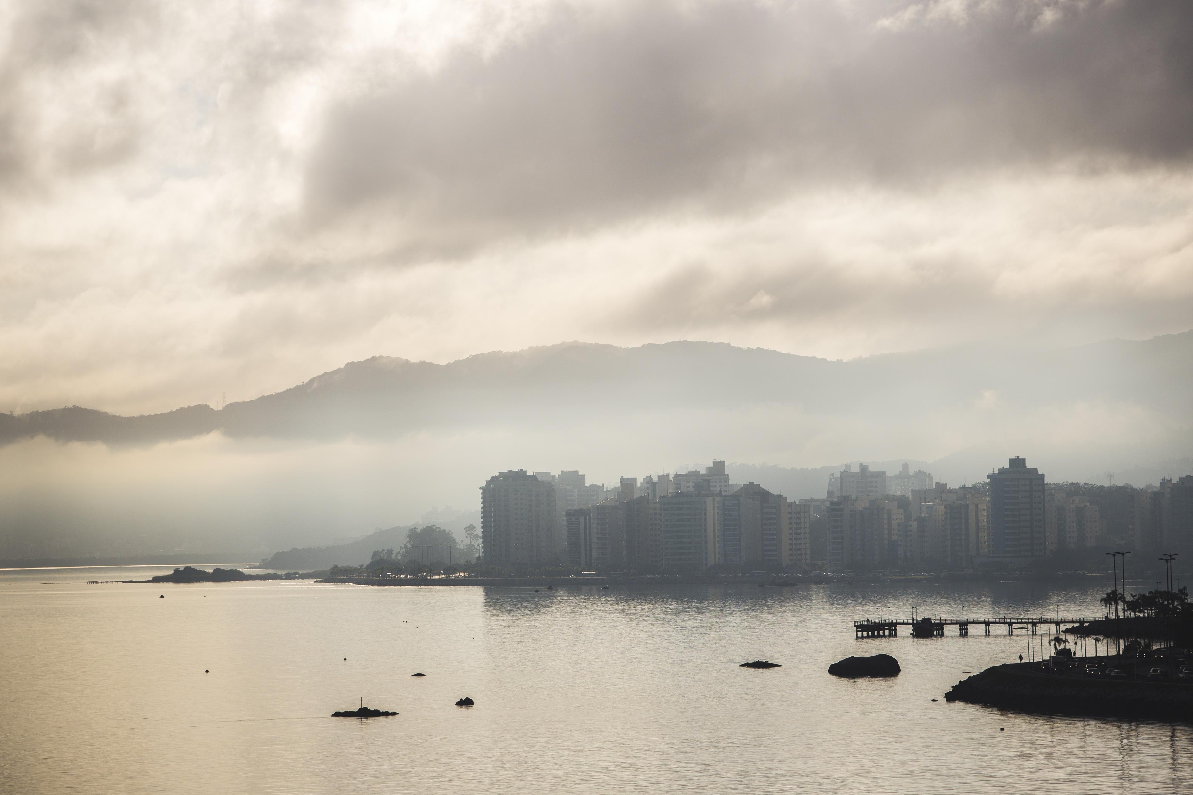 A sexta-feira começou com bastante nuvens em Florianópolis - Daniel Queiroz/ND