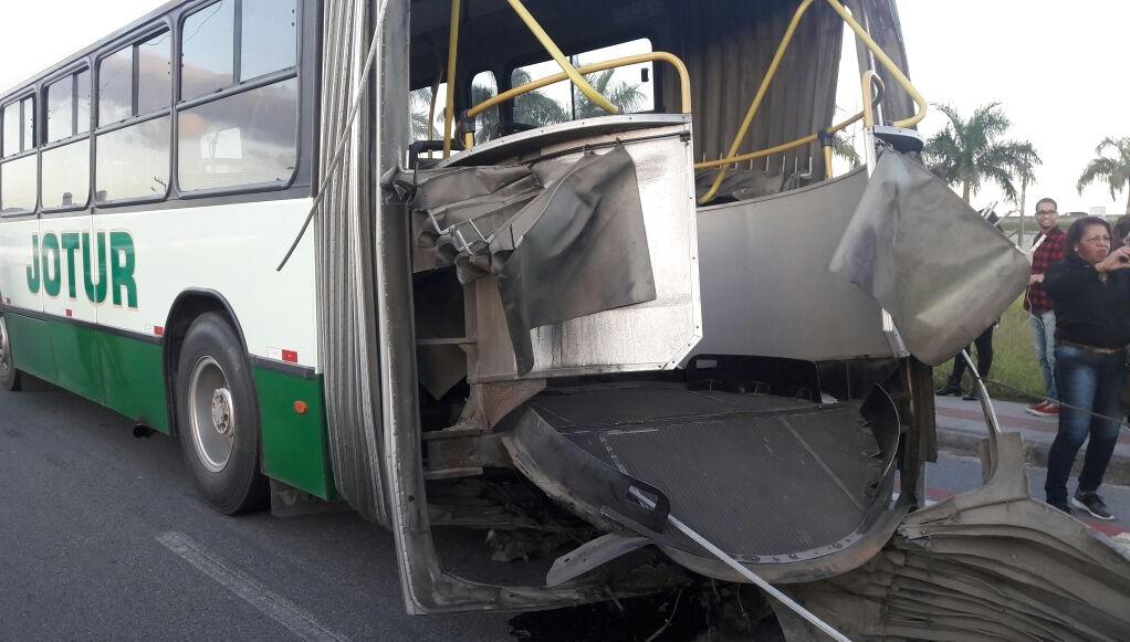 Acidente não deixou feridos, mas chamou a atenção para a manutenção dos equipamentos - Divulgação