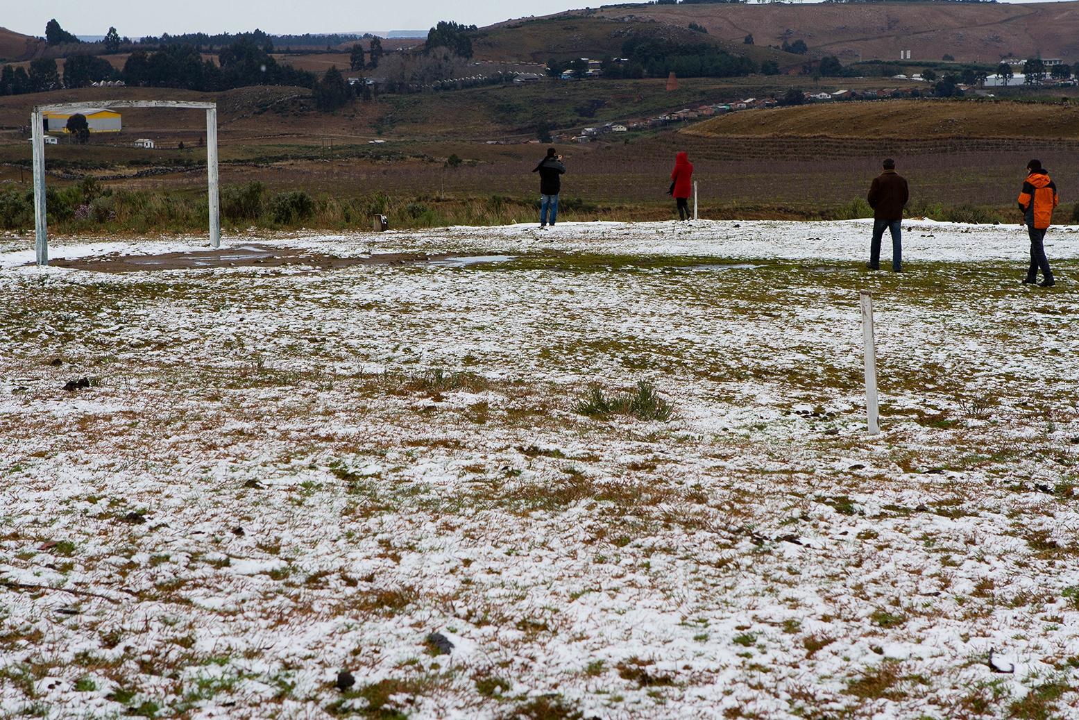 Em São Joaquim, um campo de futebol ficou coberto de neve no dia 22 de julho de 2013 - Flávio Tin/Arquivo/ND
