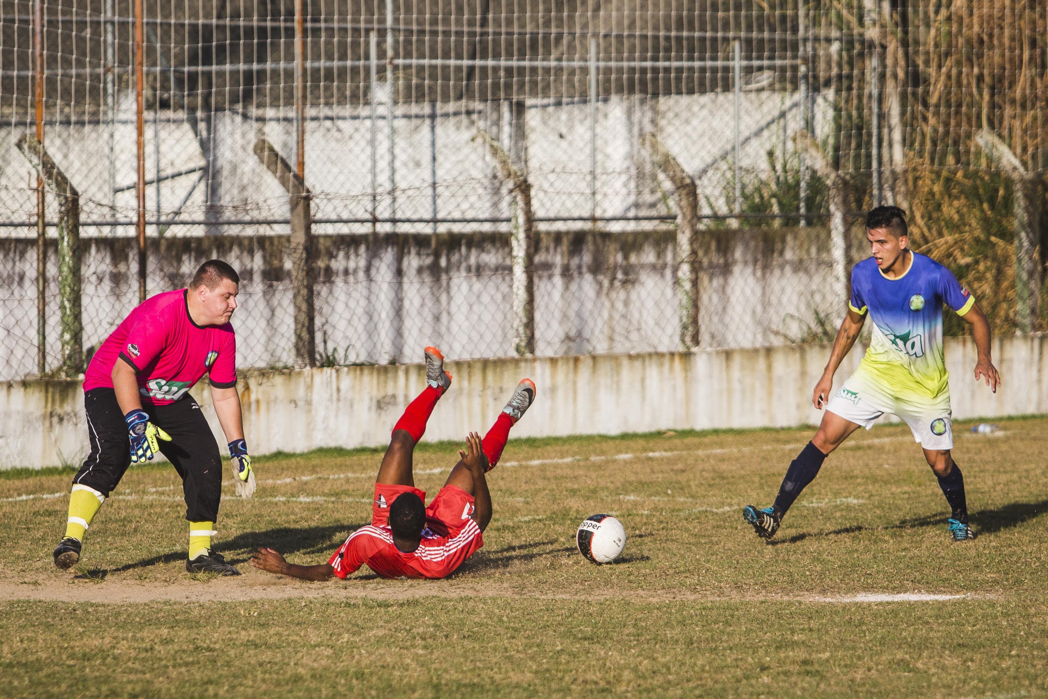 Lance de pênalti para o Portela, que resultou no gol de Luquinhas - Daniel Queiroz/ND