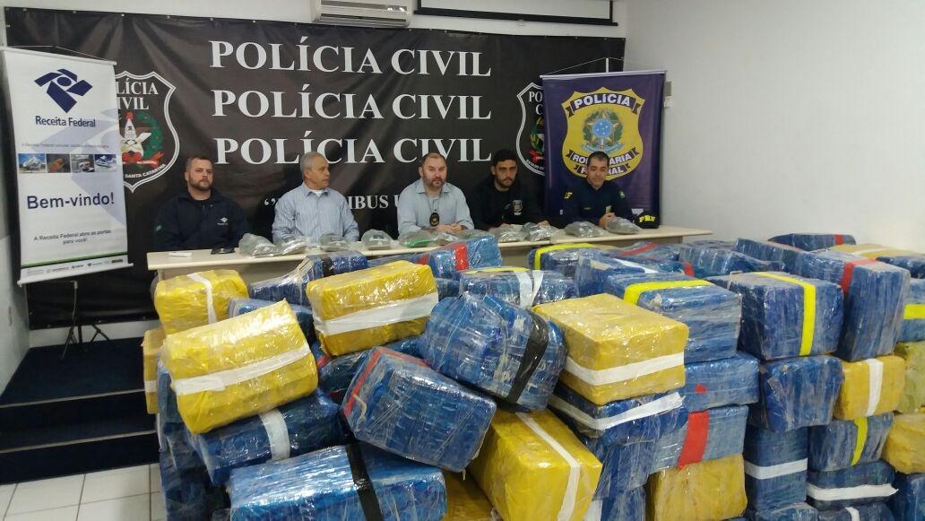 Polícia Civil faz maior apreensão de maconha da história de Santa Catarina - Rodrigo Cardozo/RICTV Record