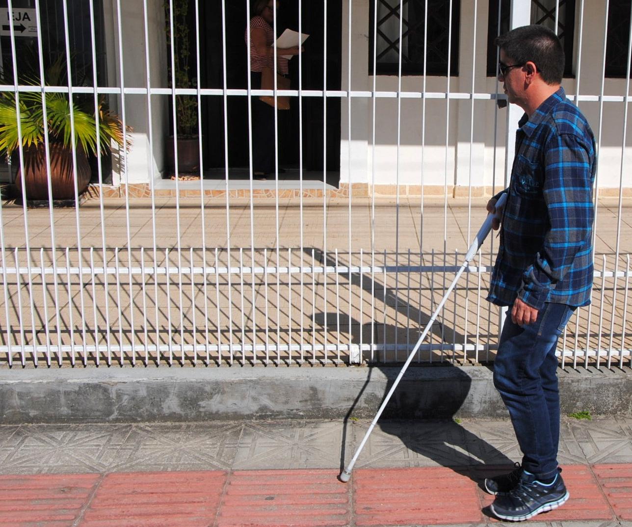 Professor é cego desde os 16 anos e especialista em Braille - Viviana Ramos/ND