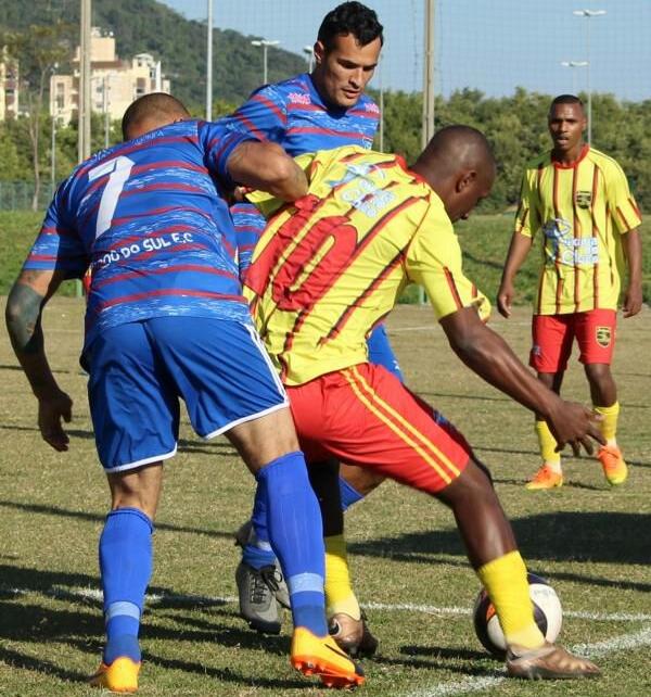 Clube do Sul da Ilha (azul) venceu por 3 a 0 no sábado - José Tiago de Albuquerque/Divulgação/ND