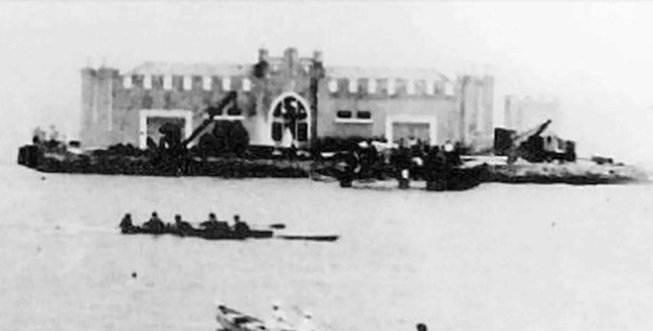 Ela abastecia de carvão os navios a vapor que usavam o porto de Florianópolis - Reprodução/Ilha do Carvão/ND