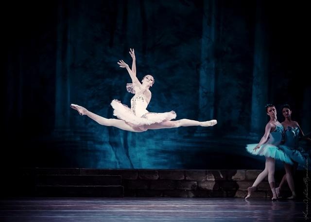A bailarina Kateryna Kozachenko acompanha o grupo na turnê dos 150 anos do Kiev, que passa por várias cidades do país - Divulgação Kiev/ND