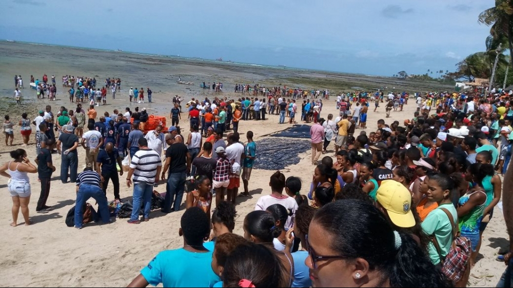 Embarcação naufragou por volta das 6h30 de quinta-feira - Popular FM/O Bruto/Divulgação/ND