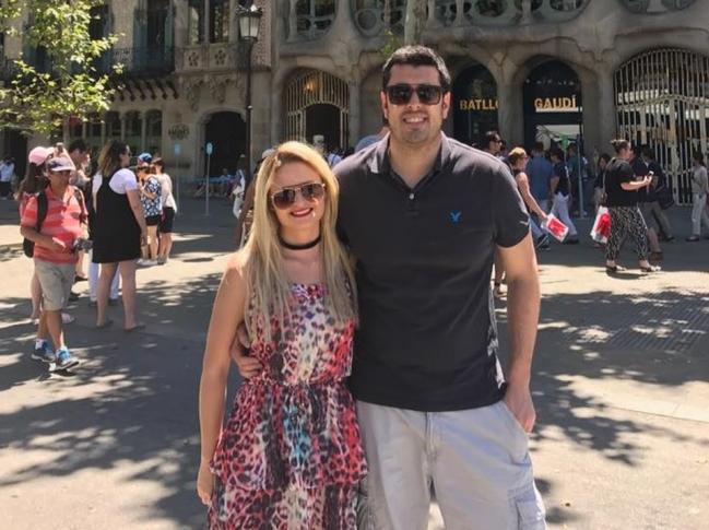 Camila e o marido, Ricardo Mello, moram na Espanha - Reprodução Facebook/ND
