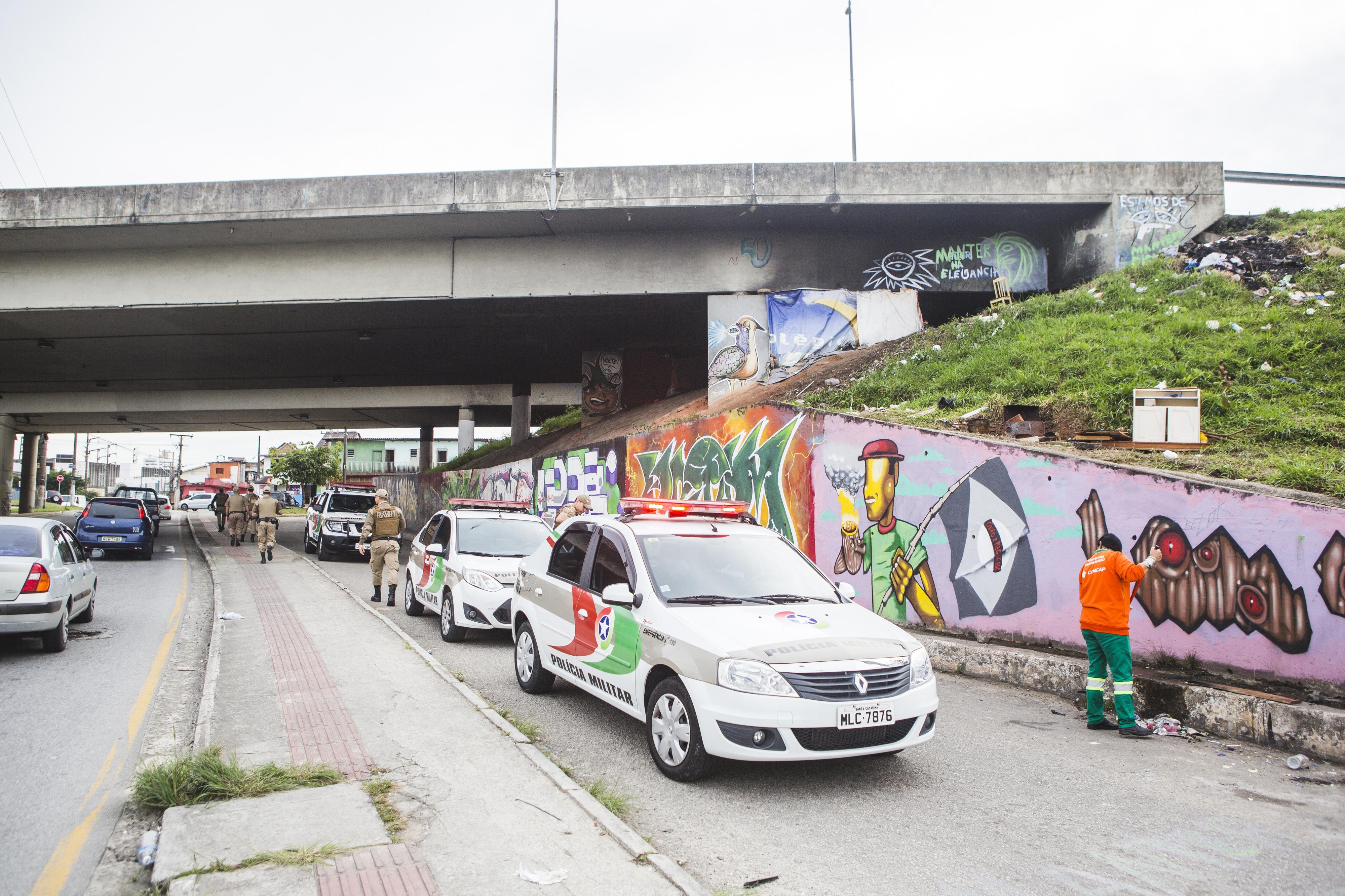Região do viaduto de Campinas, em São José, foi alvo da ação desta terça-feira - Daniel Queiroz/ND