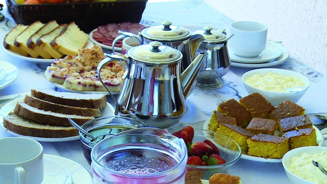 Café colonial farto e ainda com produtos feitos na região - Tata Fromholz/Divulgação/ND