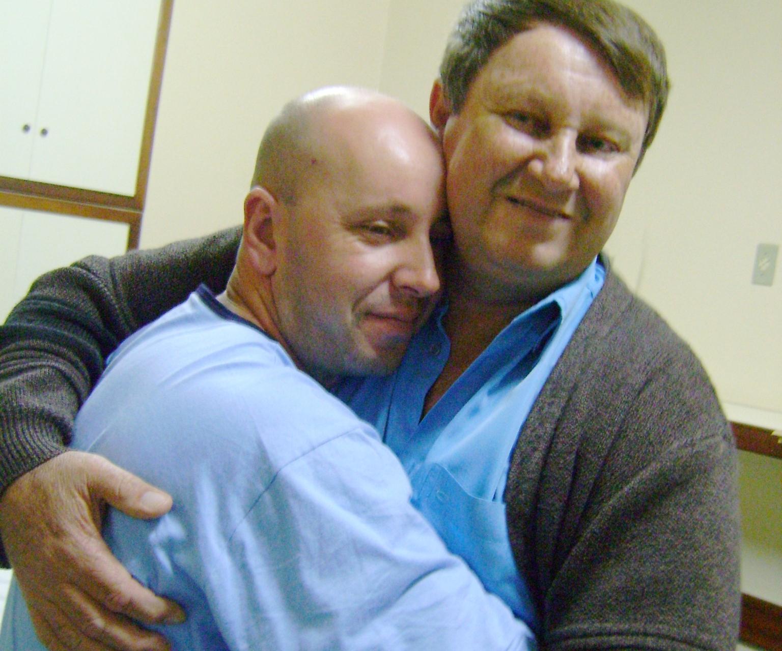 Edson e o pai Ailton, na época do transplante de rim - Divulgação/ND