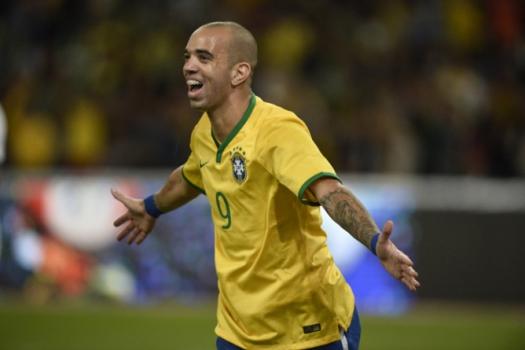 Diego Tardelli mais uma vítima dos bandidos do futebol. – Foto: (Foto: FRED DUFOUR / AFP)