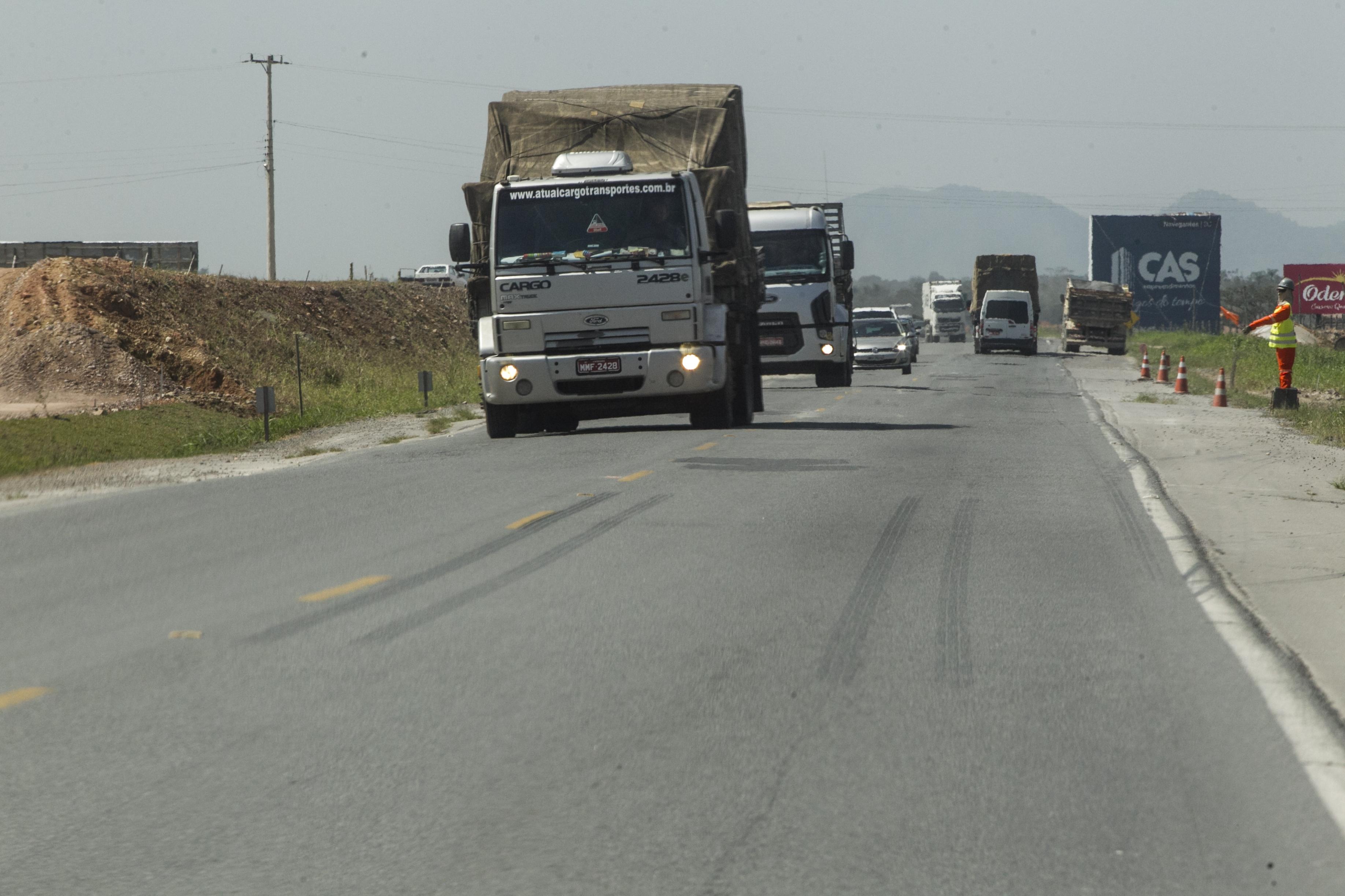 As rodovias catarinenses, como é o caso da BR-470, não atendem mais a demanda logística das empresas - Marco Santiago/ND